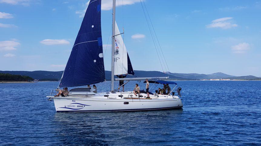 Załoga jachtu Maza na morzu