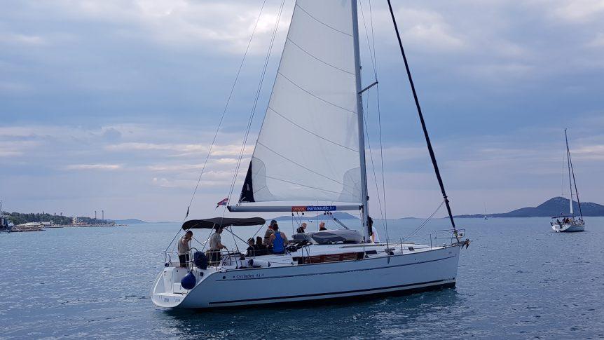 Załoga jachtu Zdenka na morzu