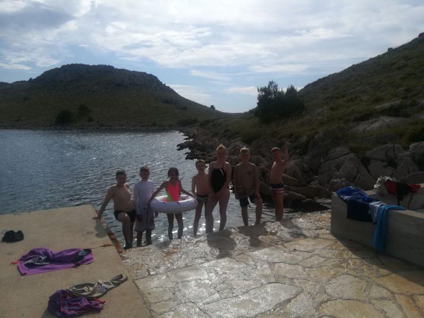 Kąpiemy się na wyspie Katina