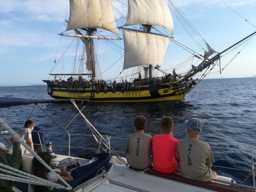 Po drodze mijamy czeską fregatę